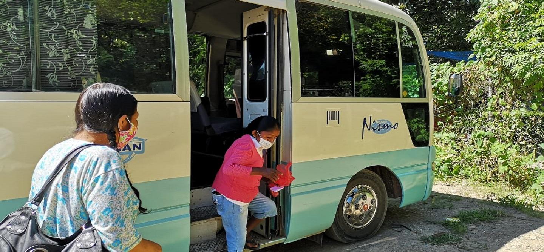 La Gobernación dispone buses para el traslado gratuito de enfermos renales de Tarija